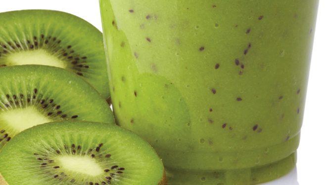 Mieux vaut manger des fruits entiers. Les nutritionnistes mettent les consommateurs en garde contre les smoothies qui contiennent trop de fructose.