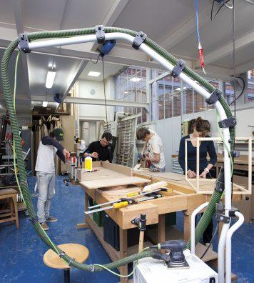 Atelier Bois. Chaque atelier met à disposition des étudiants du matériel professionnel et offre des conditions de travail exceptionnelles.