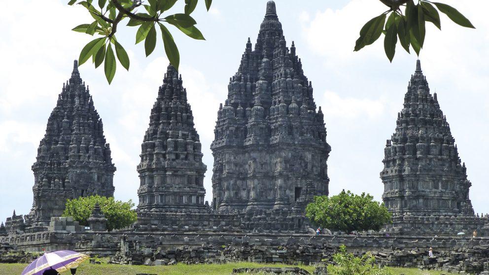 Prambanan. Un ensemble de 240 temples construits au IXe siècle dans le centre de l'île de Java, à proximité de Yogyakarta, et inscrit au Patrimoine mondial de l'humanité