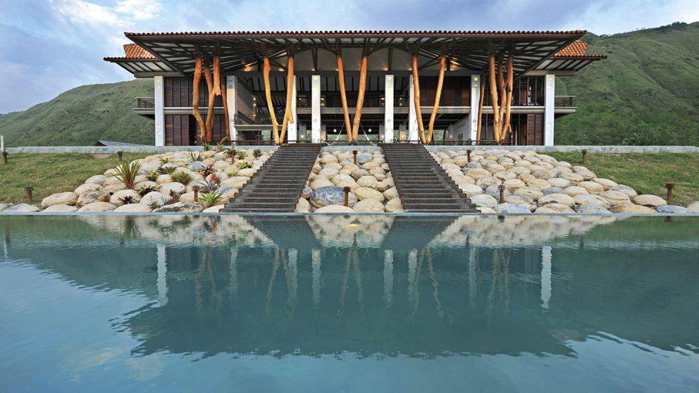 Villa aux vaches sacrées. Simón Vélez a réalisé quelques villas luxueuses dans la région de Girardot, au sud-ouest de la Bogotá.