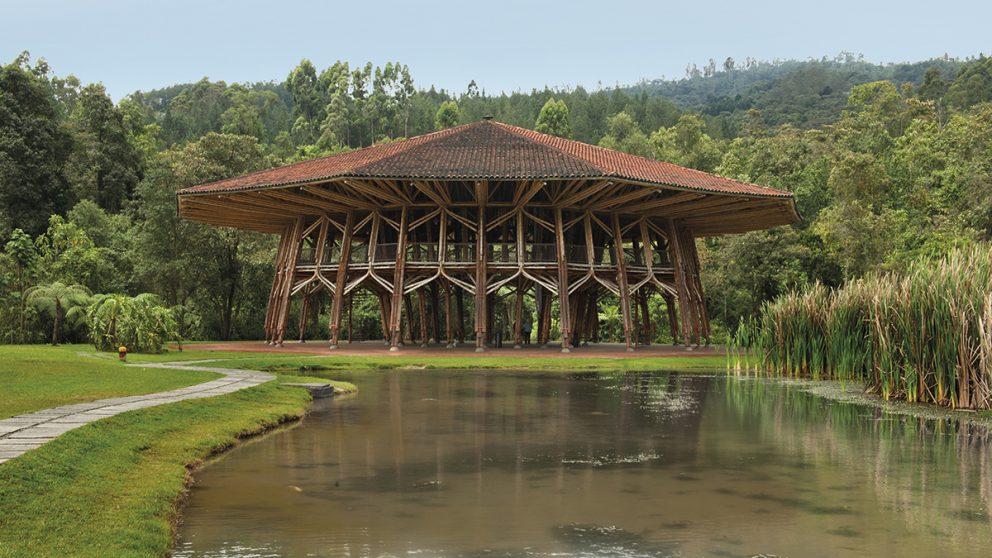 Pavillon Café de Colombía. Structure réalisée à Manizales comme prototype pour l'Exposition universelle de Hanovre (2000).