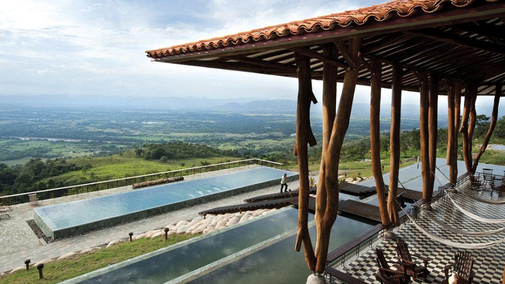 Villa aux vaches sacrées. Le site jouit d'un panorama exceptionnel.
