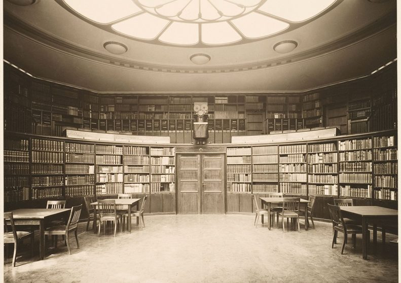 Aby Warburg. La salle de lecture elliptique de la bibliothèque Warburg.