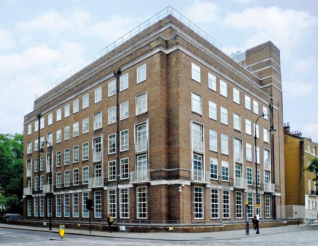 Aby Warburg. La bibliothèque Warburg est installée à Londres.