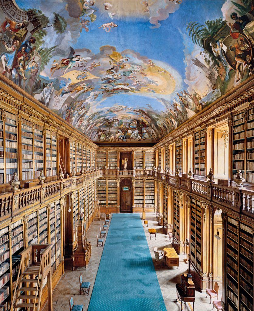 Les livres en images d'Ahmet Ertug. La bibliothèque du monastère de Strahov à Prague.