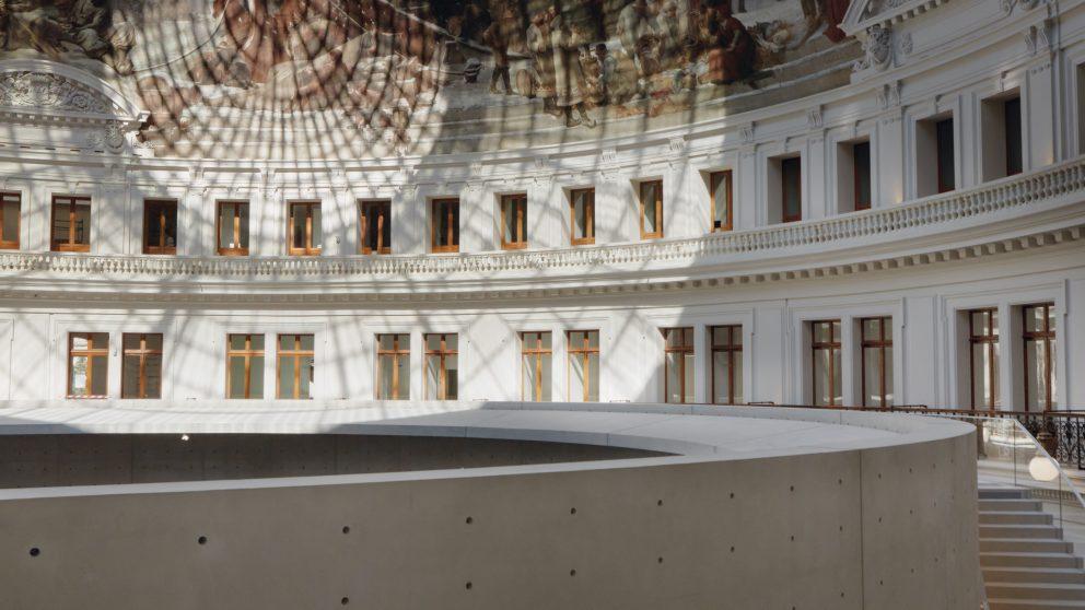 L'architecte japonais Tadao Ando a dessiné un cercle de 9 mètres de haut à l'intérieur de la rotonde centrale.