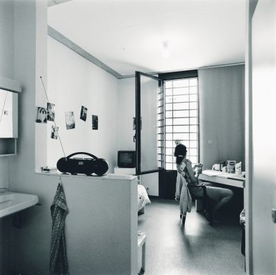 #135 – Architecture – La Tuilière est une prison mixte.