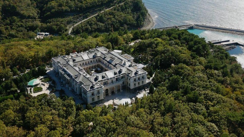 #135 – Design – Le petit Versailles attribué à Vladimir Poutine sur les bords de la mer Noire.
