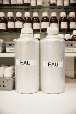 Avant d'arriver au flacon, le parfum est une affaire de chimie olfactive.